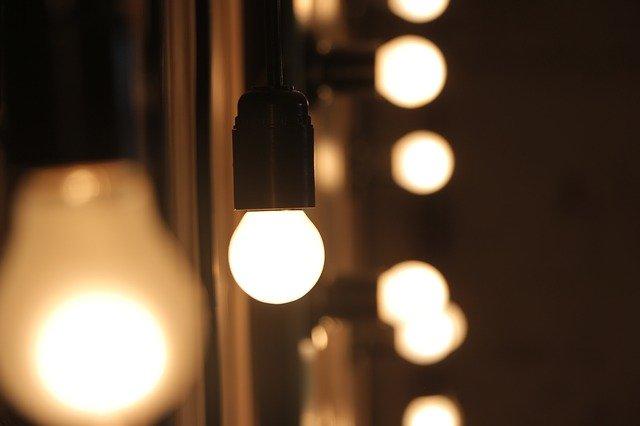 Zidne luči popestrijo dom
